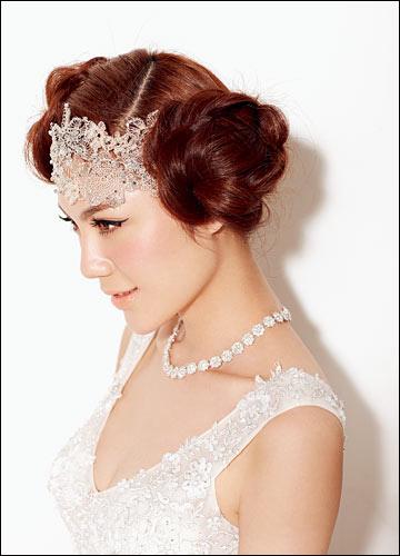 简单发辫,打造俏皮可爱萝莉范儿新娘发型(2)