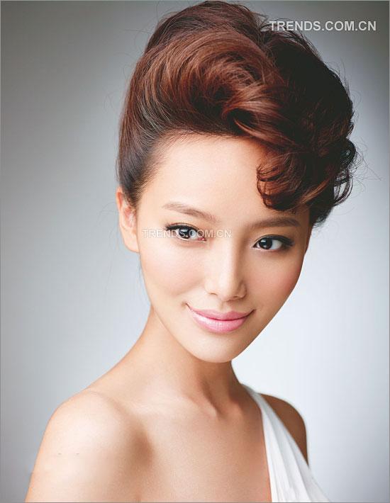 6款新娘发型提高妆容魅力