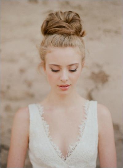 新娘头发造型:韵味盘发