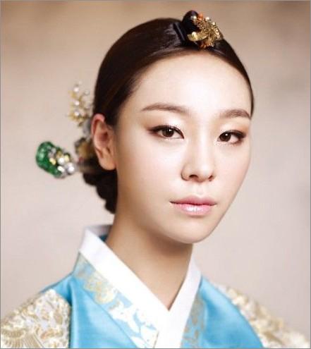 超美韩式新娘发型 婚礼造型风向标_妆面赏析_影楼化妆