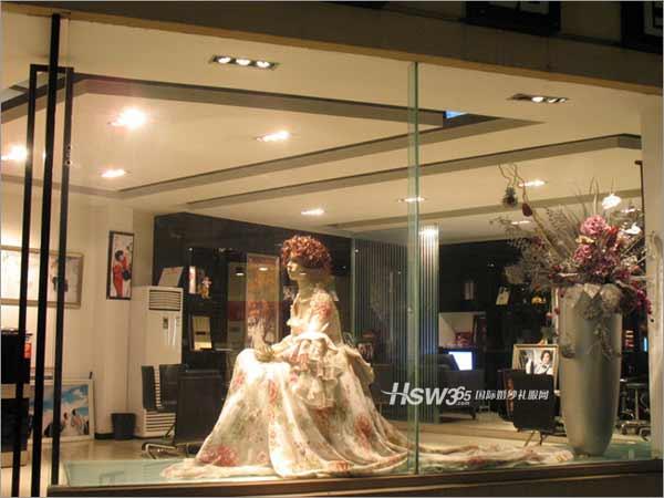 婚纱影楼橱窗设计,完美构图中的自然和谐美