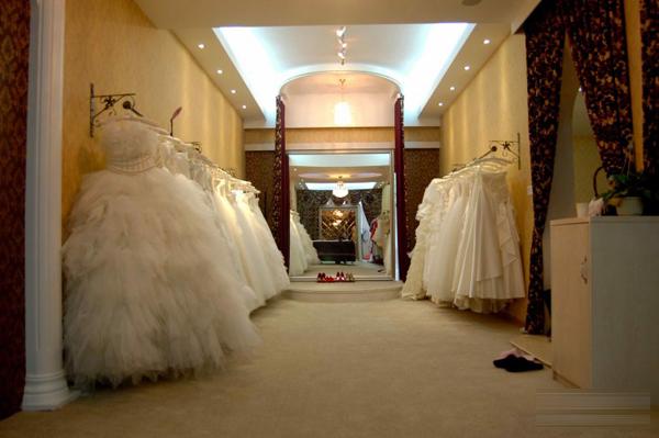 婚纱店面装修设计,神秘美感的优雅空间