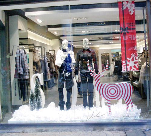 圣诞节的橱窗设计:浓重欢快的节日氛围(3)