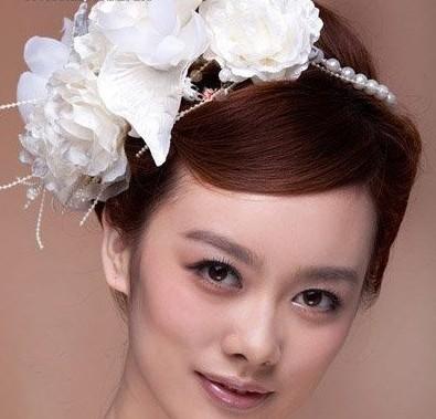 韩式新娘造型 洁白发饰显美感(4)_妆面赏析_影楼化妆