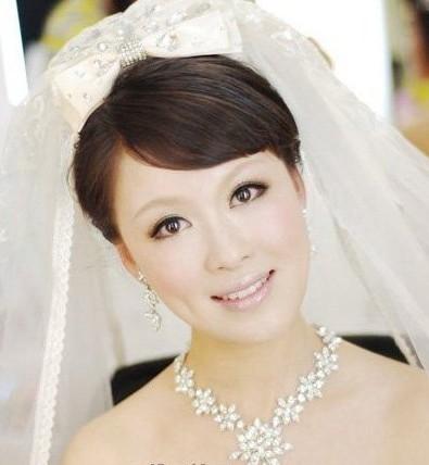 妆面赏析 > 正文     2013最新纯美韩式新娘造型,韩国新娘梦幻白纱图片