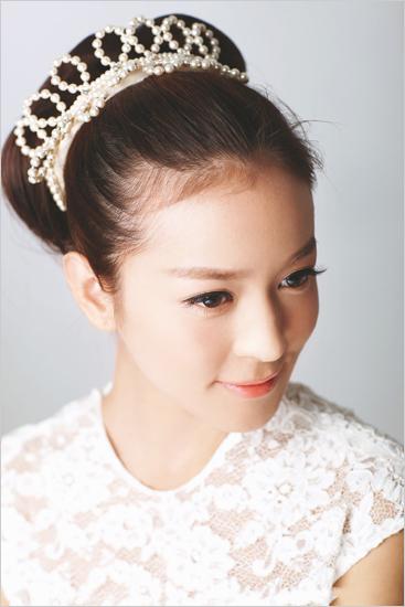 娇美新娘大爱的皇冠新娘发型.