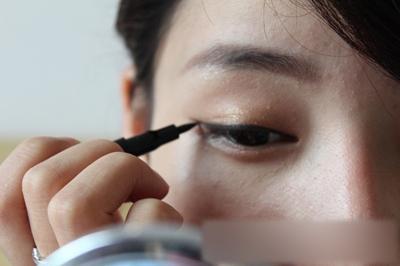 教你如何化生活淡妆 打造天生丽质的气质美女