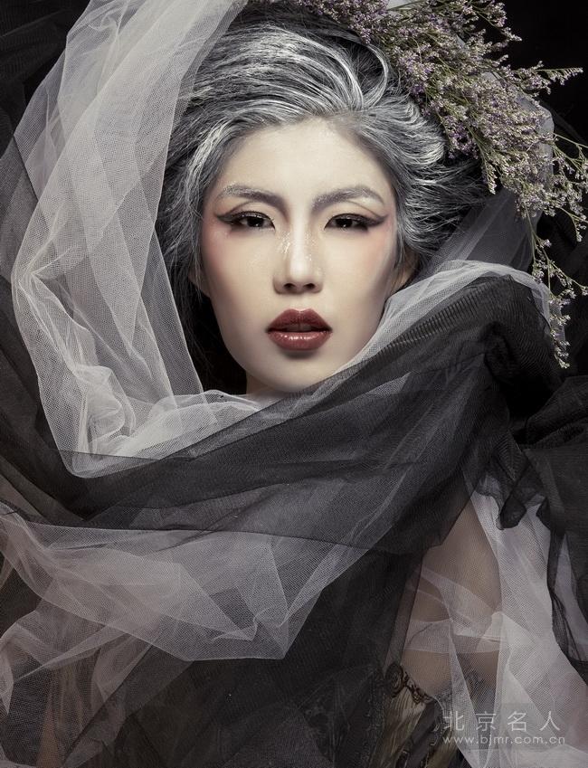 时尚新娘抓纱造型