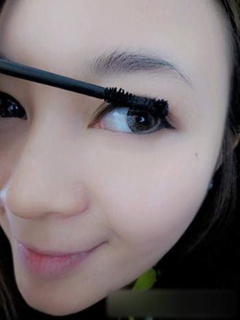 韩式大眼妆的画法 简单手法让你的眼睛瞬间变大