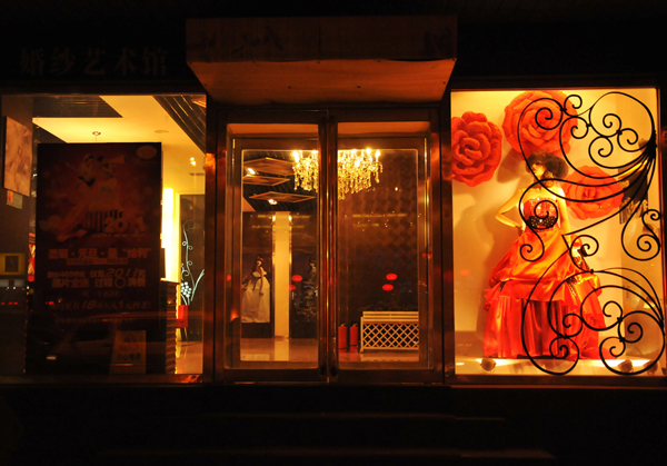 玛雅婚纱影楼橱窗设计,绚丽绽放的红玫瑰