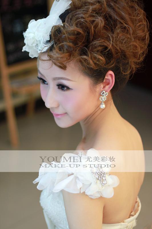 2013最新新娘盘发造型 打造唯美新娘