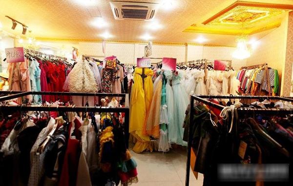 奉新维纳斯婚纱摄影:舒适柔软的欧式装修设计