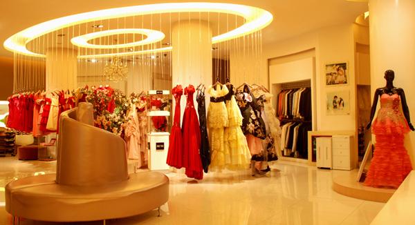 影楼管理 装修·橱窗·设计 > 正文     超大面积的婚纱礼服区,一排又
