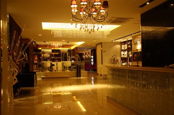 昆山龙摄影婚纱影楼,柔美时尚的欧式装修设计