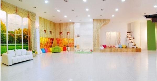 金色童年儿童摄影:现代时尚感影楼装修设计