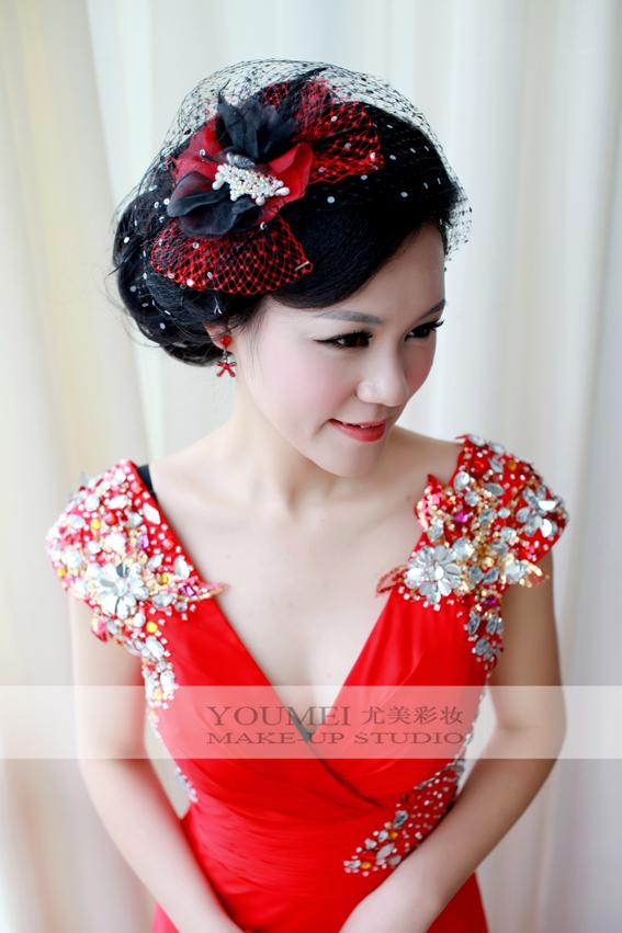 2013年新娘红色礼服妆面造型