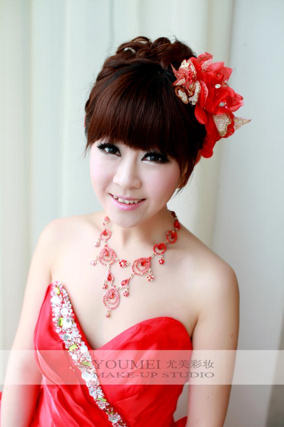 新娘红色 礼服 妆面造型(5)   2013年最好看新娘礼服发型