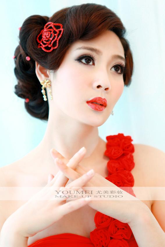2013年新娘红色礼服妆面造型(3)