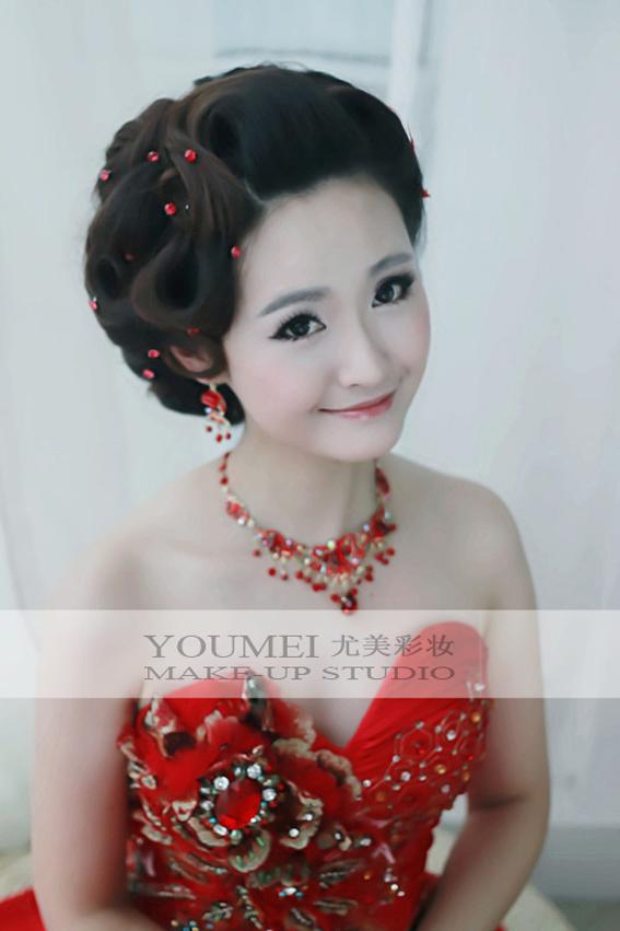 2013年新娘红色礼服妆面造型(7)