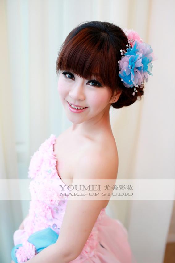 唯美新娘礼服妆面造型图片