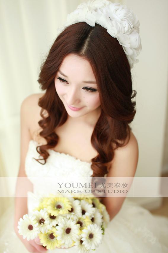 长卷发新娘造型 打造漂亮小新娘子