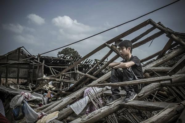 震后余生:雅安芦山地震后的人物照片