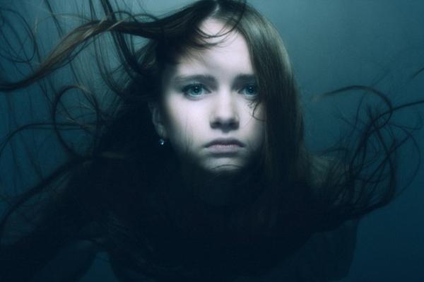 控制光影效果 纯净如水的女性人像摄影