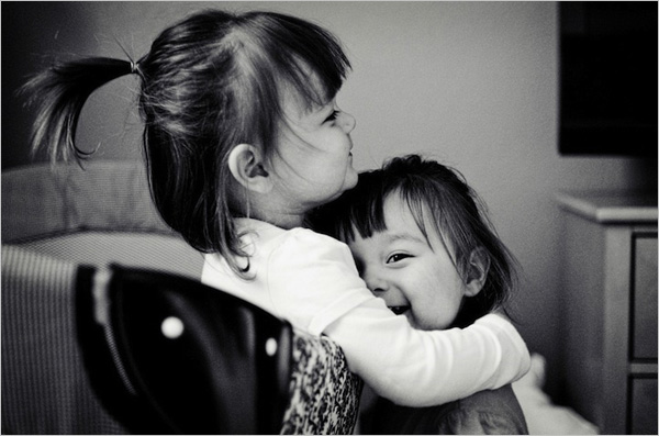 人像摄影:可爱双胞胎小姐妹的幸福生活(6)