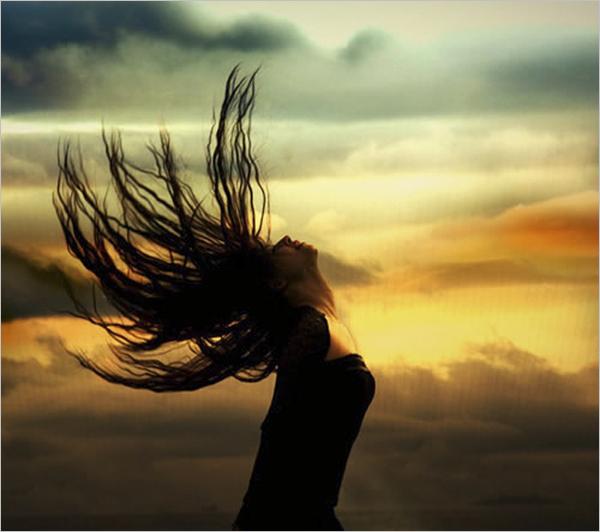 在poco可以看到许多夕阳下的人物或风景的剪影照片,如梦如幻,都是在