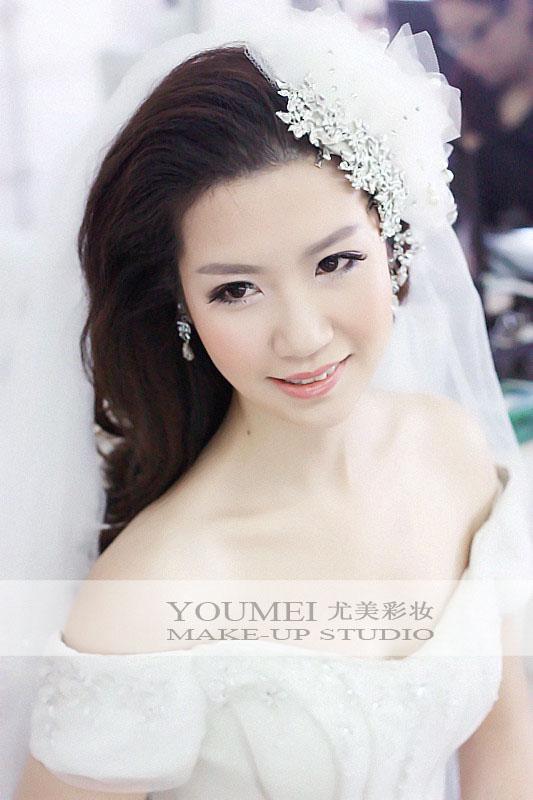 时尚新娘白纱造型 展现唯美气质