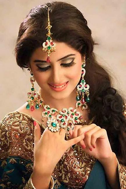 丰腴美艳的印度新娘妆容赏析图片