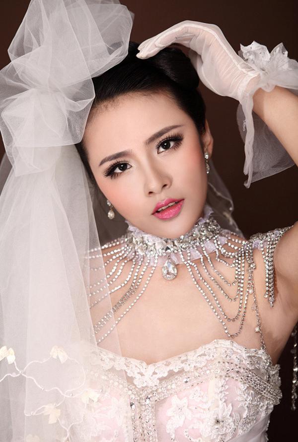 新娘白纱裙造型图片_2013白纱造型图片_2013白纱造型图片下载