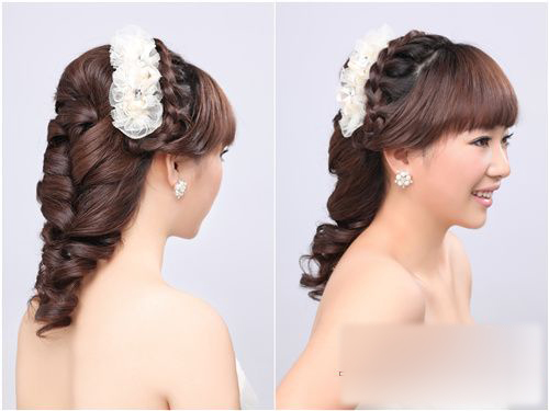 珍珠的搭配;珍珠,蕾丝恰到好处的体现韩式新娘造型的甜美可爱.