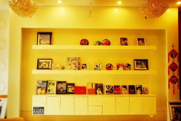 红盖头婚纱摄影 店内形象装修设计效果欣赏