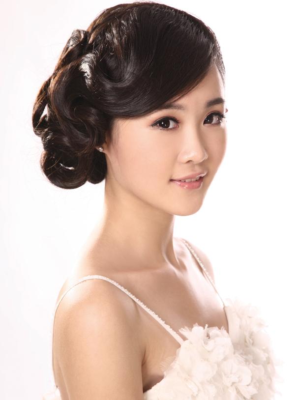 新娘复古旗袍盘发造型步骤详解
