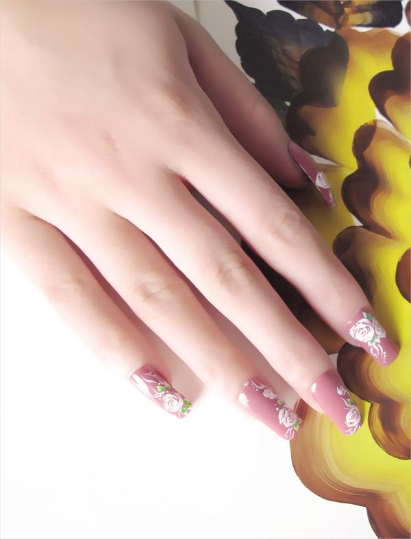 玫瑰花指甲的手绘步骤 教你各种指甲的手绘方法
