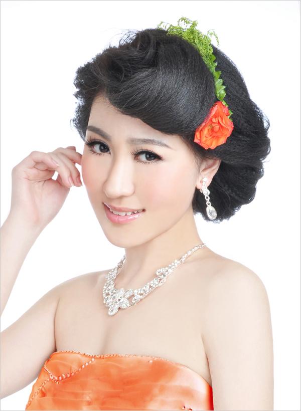 韩式鲜花造型教程 新娘经典鲜花发型_化妆教程_影楼