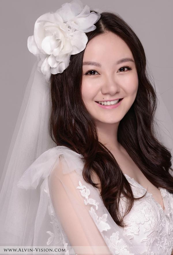 2013最新甜美新娘长发造型 打造俏皮可爱气息