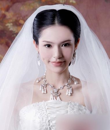 时尚气质新娘发型 演绎优雅得体新娘