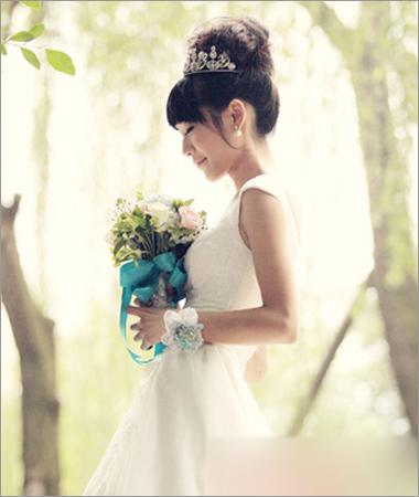 新娘造型 新娘发型 简约 花苞盘头