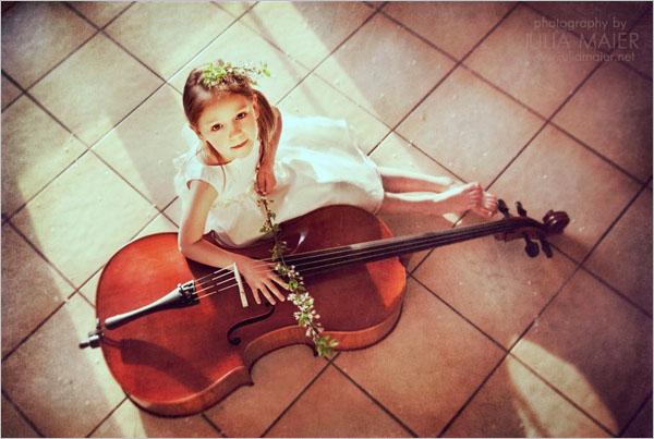 julia maier特别的钟情于田园和室内主题的儿童摄影创作.