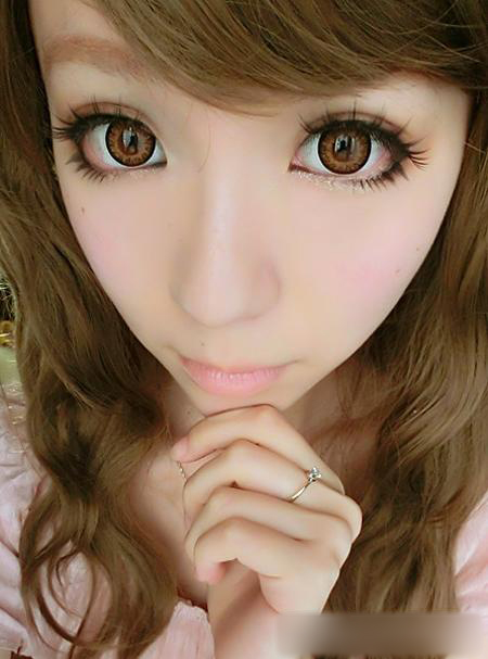 甜美粉嫩大眼娃娃妆容 打造纯粹少女萝莉风