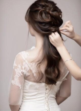 花环编发步骤图示 塑造美丽端庄新娘形象