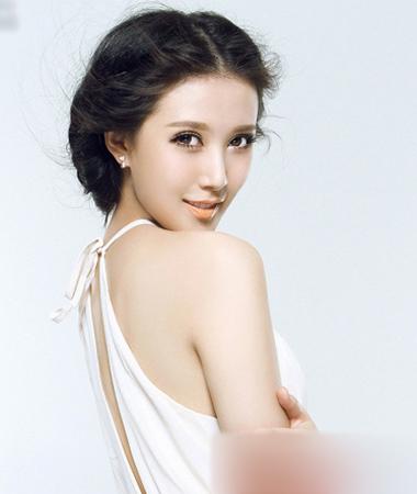 韩式新娘盘发发型 展现优雅女神气质