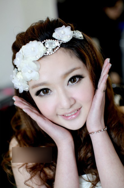 影楼化妆 妆面赏析 > 正文     青春可爱的 新娘编发造型,看惯了大风
