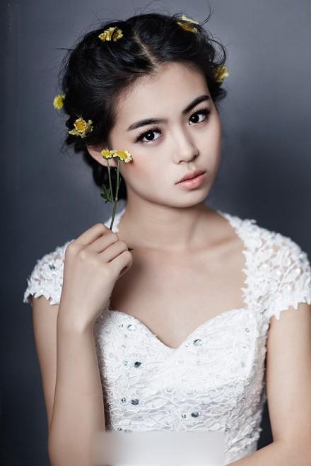 作者:ccui新娘化妆造型   韩式新娘鲜花造型 成就女人一生