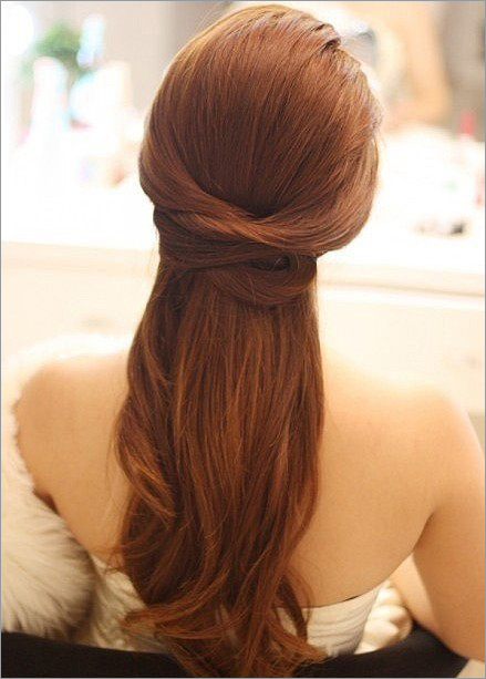 秋季流行新娘发型 简单却不平凡    去参加好友的婚礼,会担心自己身边图片