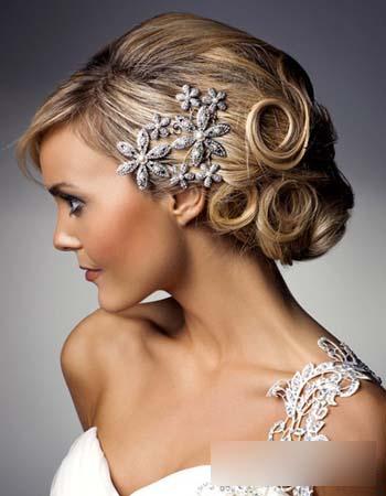 新娘发型推荐 精致盘发演绎唯美童话