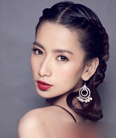 妆面赏析 > 正文     温婉甜美的韩式新娘发型,中分长发盘扎复古发型