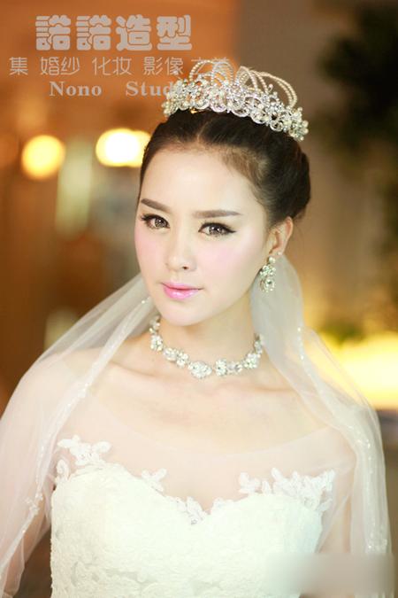 多变的新娘造型 演绎庄重的时尚感_妆面赏析_影楼化妆